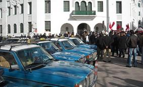 نقابات سيارات الأجرة بتطوان تسجل وقفة إحتجاجية بباب مقر الولاية