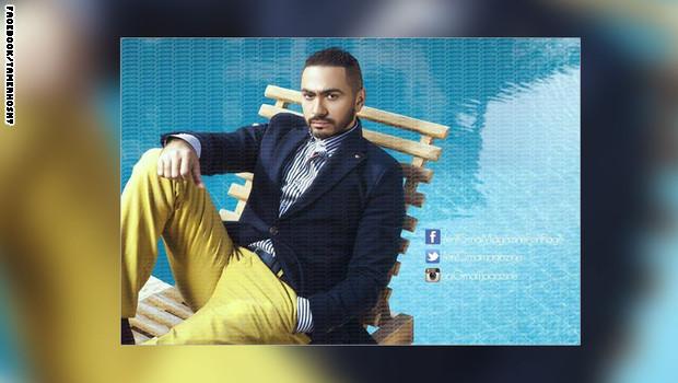 """سروال تامر حسني الأصفر يشغل جمهوره على """"فيسبوك"""""""