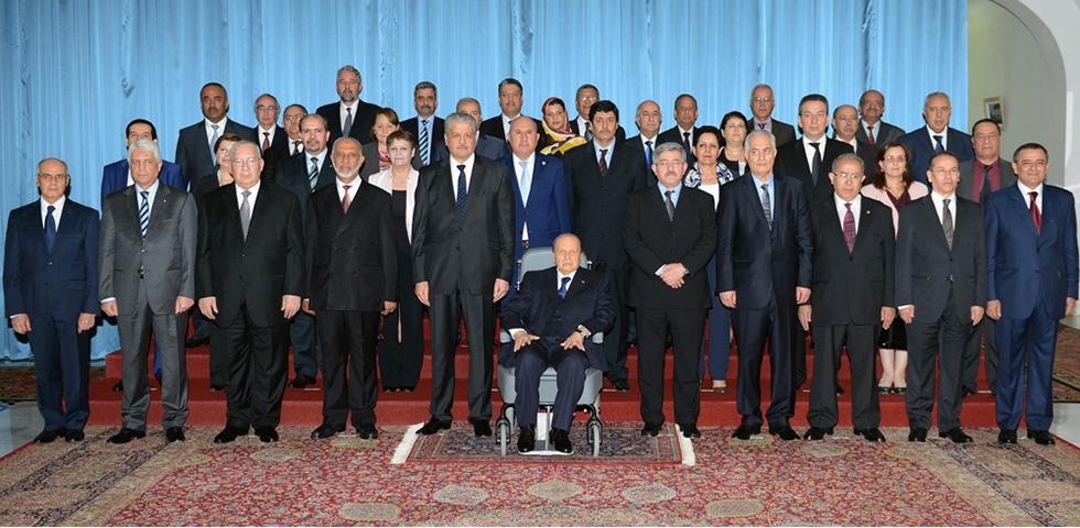 الجزائر : فشل الحكومة الجديدة في المصادقة على خطة العمل