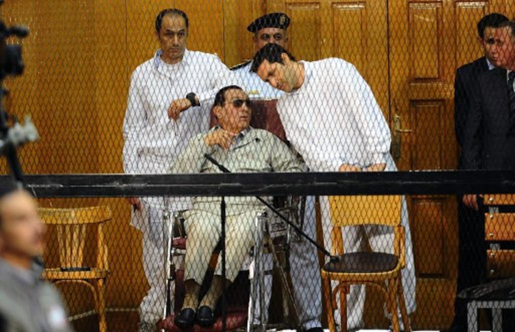 الحكم بسجن حسني مبارك و نجليه 7 سنوات