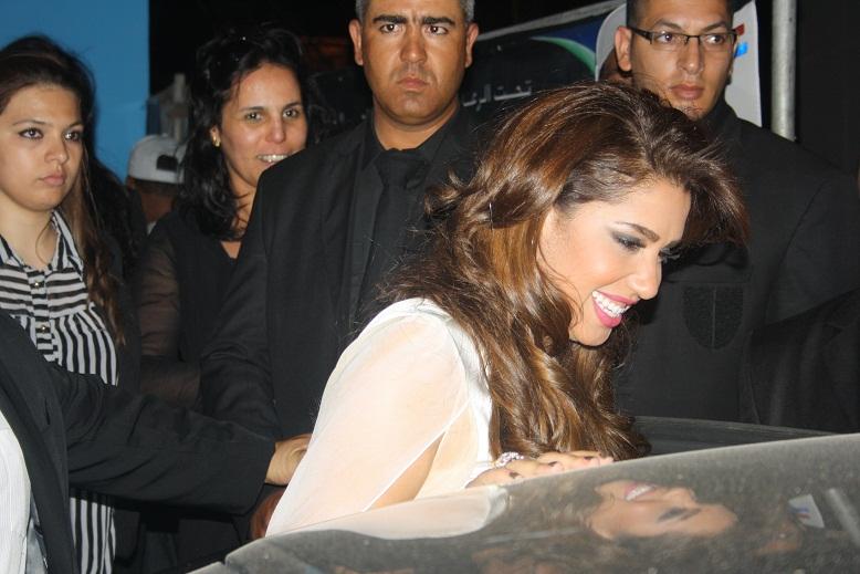 هدى سعد تتحف جمهور أصوات نسائية و تثير إستياء الصحافيين و رجال الأمن